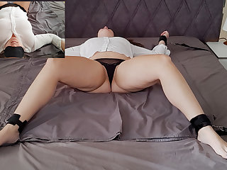 Austrian Squirting while beeing tied to bed