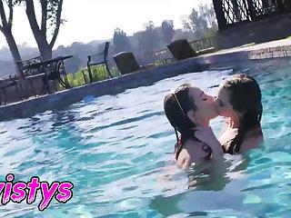 When Girls Play - Riley Reid - Summer Games - Twistys
