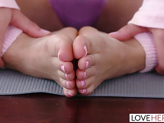 Spandex LoveHerFeet - Naomi Swann Has Her Petite Sexy Feet Worshiped