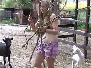 Voyeur Cindy auf dem Bauernhof