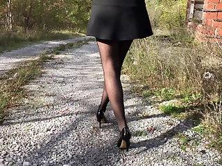 Outdoor MILF in Stockings and Heels