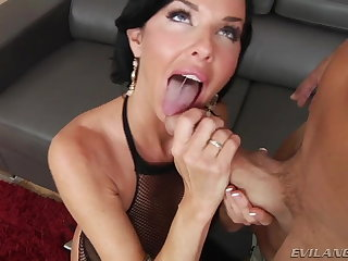 Ballbusting veronica avluv does strap on!