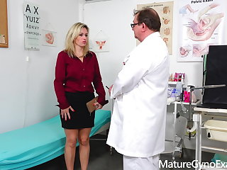 Fucking Machines Shy submissive MILF made to cum in gyno chair