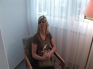 Small Tits Sabine 31 notgeile Milf gibt alles